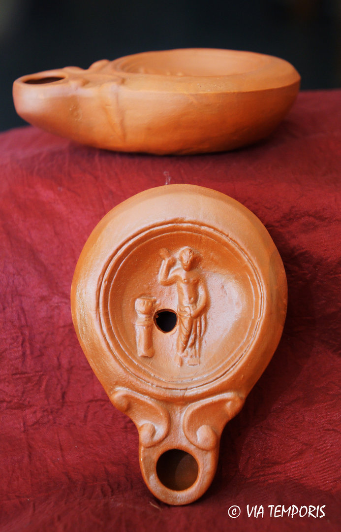 GALLO-ROMAN OIL LAMP WITH THE GODDESS VENUS