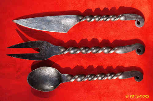SET OF THREE WROUGHT IRON CUTLERY - MOD 1