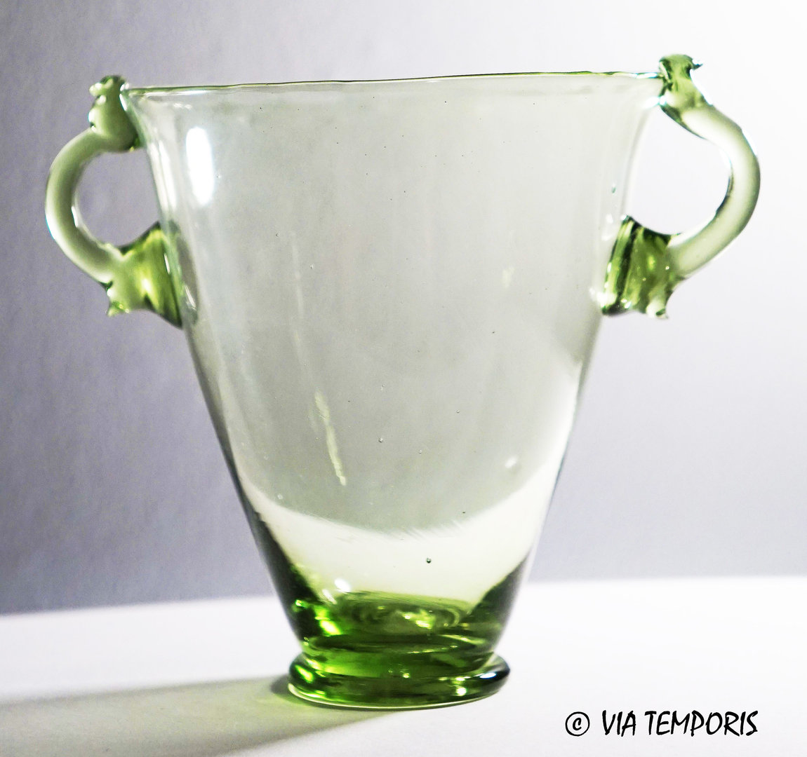 GALLO-ROMAN GLASSWARE - SKYPHOS (green)