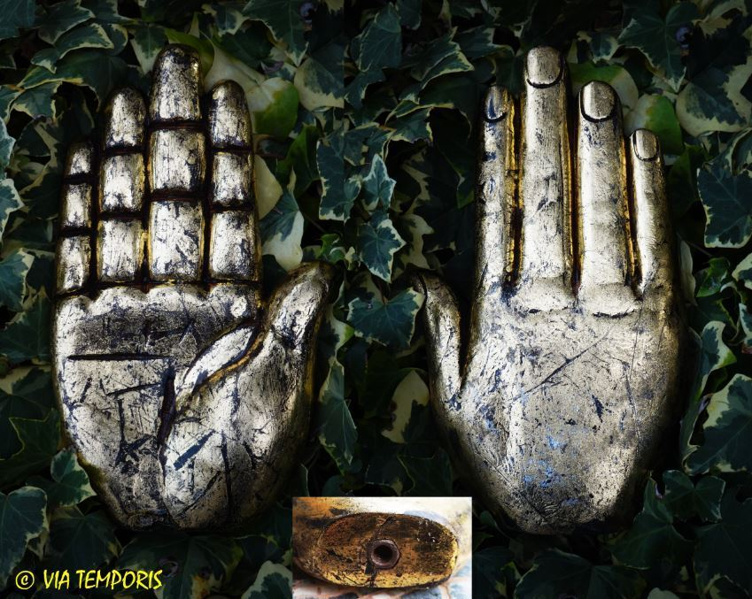 HAND OF ROMAN BANNER IN GOLDEN WOOD (MANUS FOR SIGNUM)