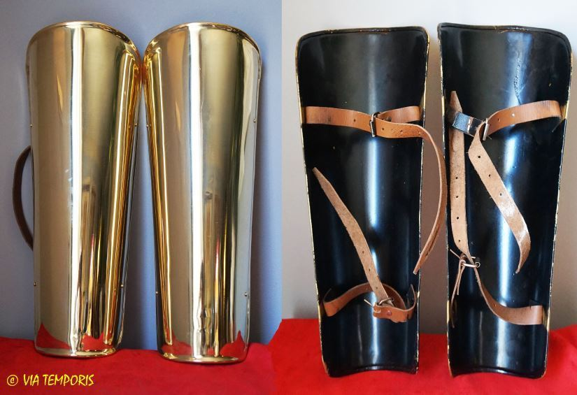 PAIR OF ROMAN LEGGINGS IN BRASS