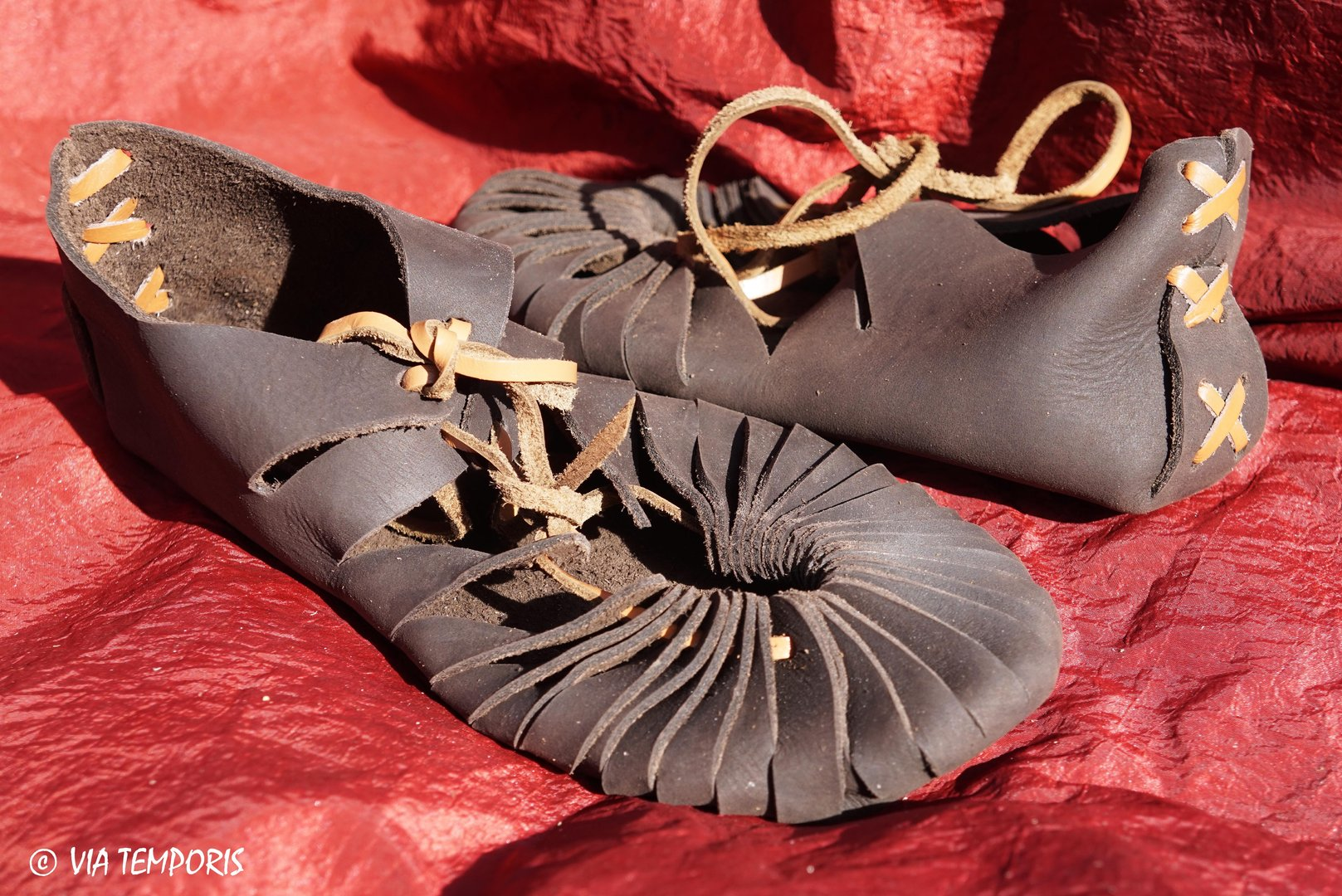 MEDIEVAL SANDALS SHOES IN LEATHER