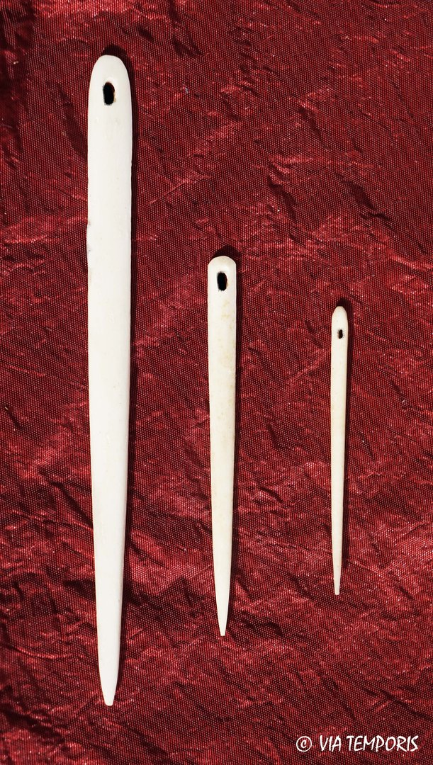 SET OF THREE ROMAN OR MEDIEVAL SEWING NEEDLES