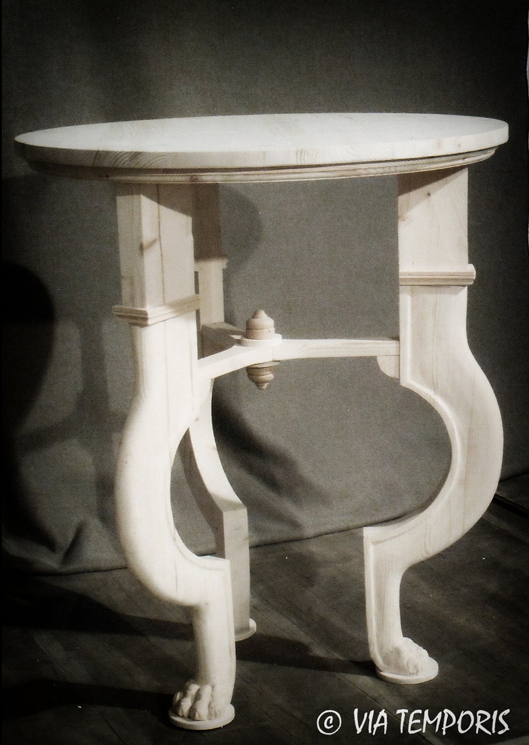 ROUND PEDESTAL TABLE WITH FRETWORKED LEGS