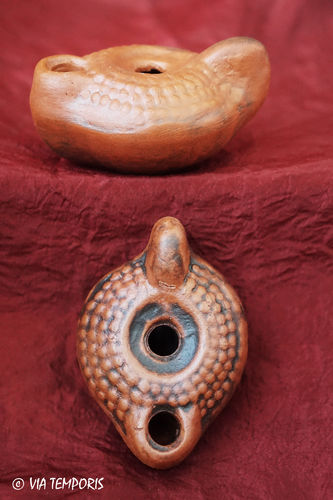 GALLO-ROMAN OIL LAMP WITH BUTTONS