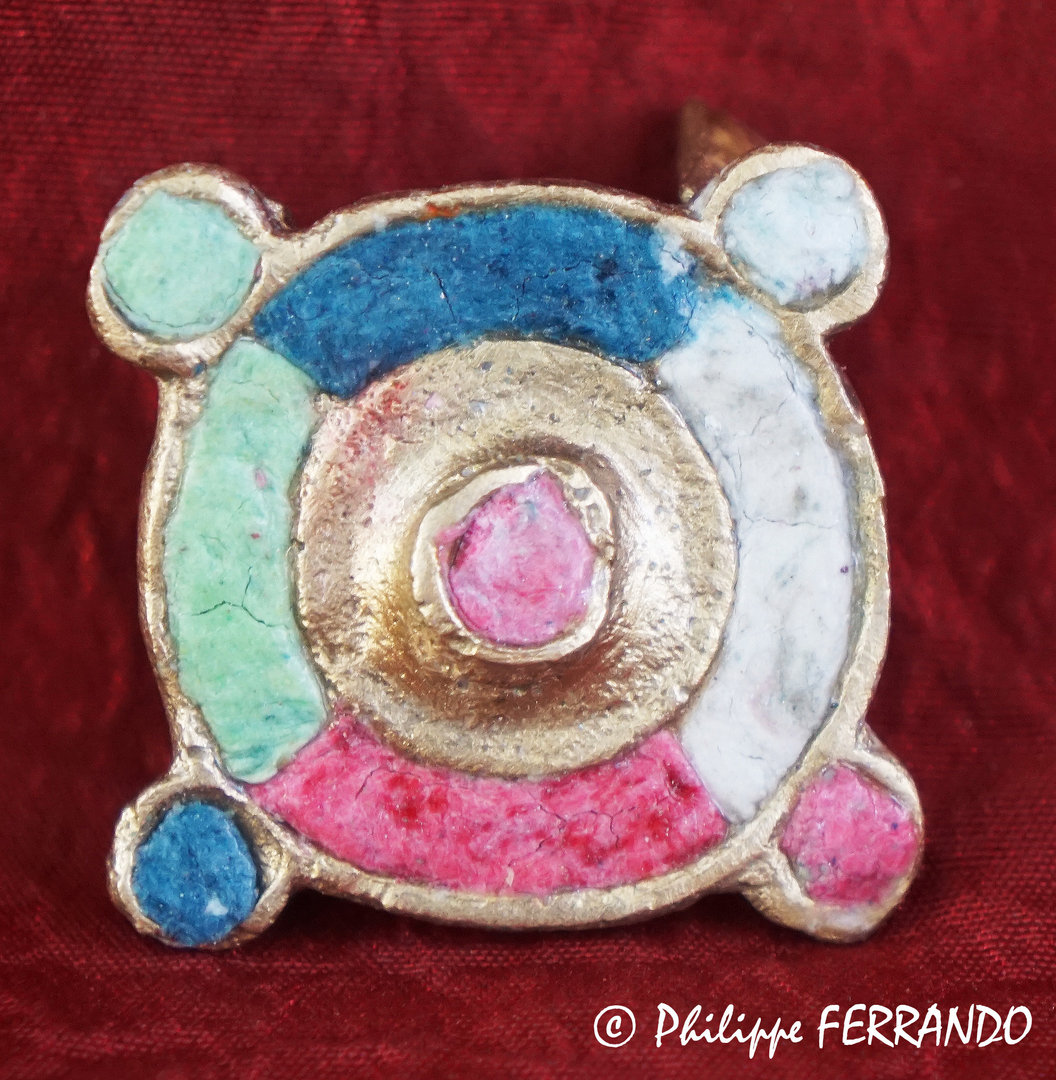ANCIENT JEWERLY - ENAMELLED CIRCULAR FIBULA WITH 4 SATELLITES ON THE EDGES