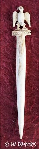 ROMAN BONE HAIRPIN OR STYLUS - EAGLE WITH SPREAD WINGS 2