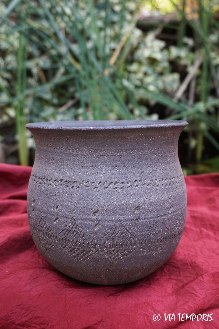 MEDIEVAL POTTERY - MEROVINGIAN URN