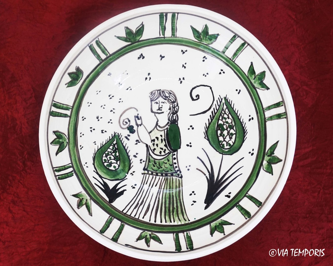 MEDIEVAL POTTERY - MAJOLICA PLATE WITH WOMAN DECOR