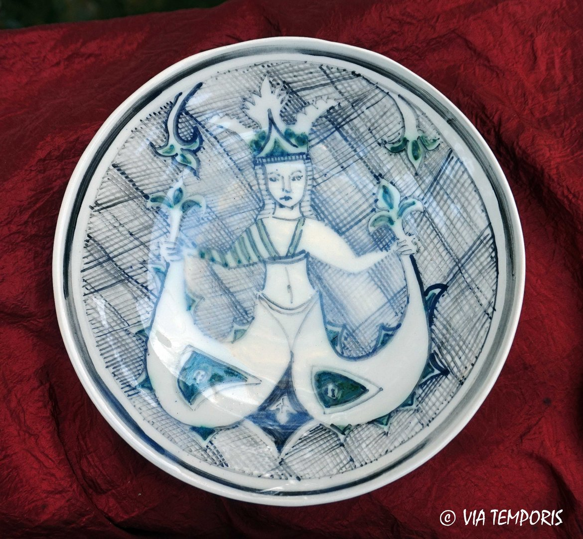 MEDIEVAL POTTERY - MAJOLICA PLATE WITH WOMAN DECOR  2